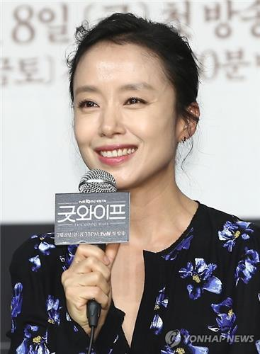 "Actress Jeon Do-yeon speaks during a press briefing for tvN's new series ""Good Wife"" in Seoul on June 29, 2016. (Yonhap)"
