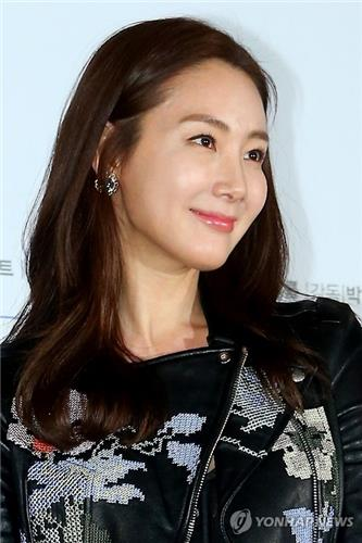 "Actress Choi Ji-woo poses for a photo during a press conference for her new movie ""Like for Likes"" in Seoul on Feb. 3, 2016. (Yonhap)"
