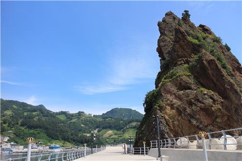Chotdaeam, a high-rising stone located at Jeodong Harbor, just north of Dodong. (Yonhap)