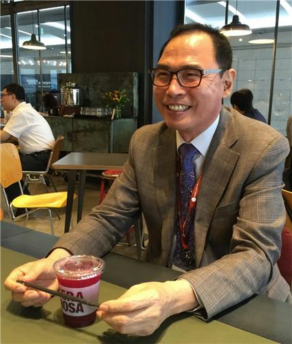 In this photo taken on July 7, 2016, Youn Joo-taek, chairman of the International Beauty Industry Trade Association (IBITA), smiles during an interview with Yonhap News Agency at a coffee shop near COEX hall where the country's sole cosmetics ingredient exhibition is held from July 6-7. (Yonhap)