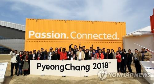 In this photo provided by the POCOG, a group of United Nations World Tourism Organization (UNWTO) officials pose for a photo after visiting the 2018 PyeongChang Winter Games promotional booth in Gangneung, Gangwon Province, on March 31, 2016. (Yonhap)