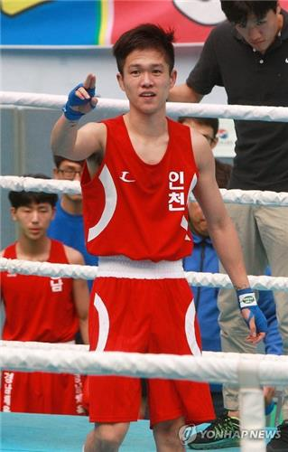 In this file photo, taken on Sept. 20, 2015, South Korean boxer Shin Jong-hun celebrates his victory at the National Sports Festival in Wonju, Gangwon Province. (Yonhap)