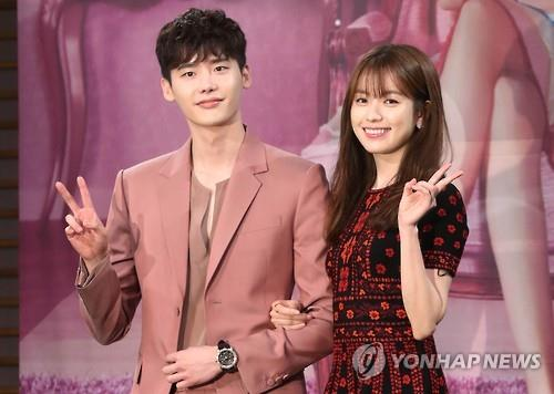 "Lee Jong-suk (L) and Han Hyo-joo pose for a photo during a press conference on their upcoming TV drama ""W"" at the MBC headquarters in Seoul on July 18, 2016. (Yonhap)"