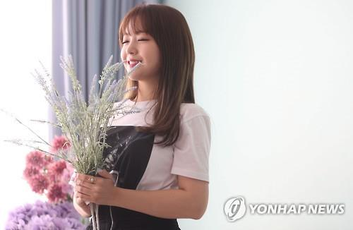 Minah of girl group Girl's Day poses with flowers during an interview in Seoul on July 19, 2016. (Yonhap)