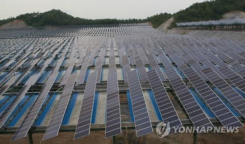 Solar-powered generators in Yeongwol (Yonhap)
