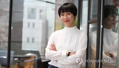 Novelist Jeong Yu-jeong poses for a photo before an interview with Yonhap News Agency in Seoul on May 11, 2016. (Yonhap)