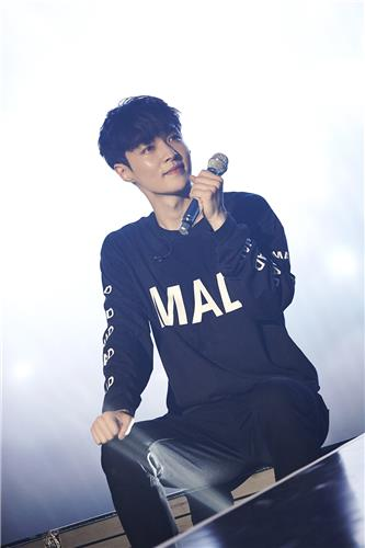"Lay, the only Chinese member of South Korean boy group EXO at the concert, performs in the group's Seoul concert ""EXO Planet #3 - The EXO'rDIUM"" in Olympic Park, southeastern Seoul, on July 24, 2016. (Yonhap)"
