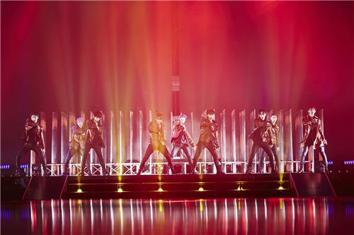 "South Korean boy group EXO performs in its Seoul concert ""EXO Planet #3 - The EXO'rDIUM"" at Olympic Park stadium, southeastern Seoul, on July 24, 2016. (Yonhap)"