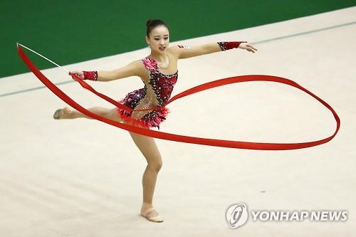 South Korean rhythmic gymnast Son Yeon-jae performs her ribbon program at the national team trials held at the National Training Center in Seoul on April 9, 2016. (Yonhap)