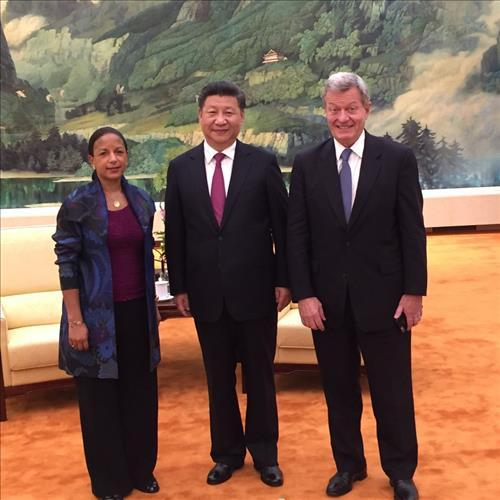 U.S. National Security Advisor Susan Rice, Chinese President Xi Jinping, and U.S. Ambassador to China Max Baucus pose for a photo during a meeting in Beijing on July 25. Courtesy of the White House.