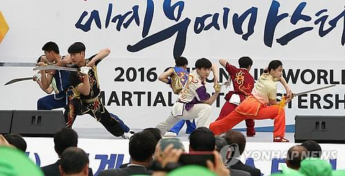 South Korean martial arts practitioners perform during a promotional event for the 2016 Cheongju World Martial Arts Masterships in Seoul on June 7, 2016. (Yonhap)