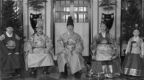 """This reenacted image from """"The Last Princess"""" provided by the production company Ho Film shows the King Gojong's royal family. Princess Deokhye stands at the far right. (Yonhap)"""