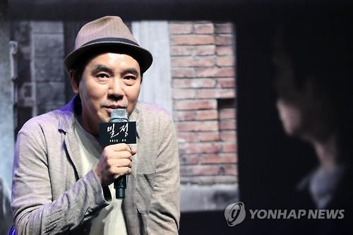 "Filmmaker Kim Jee-woon speaks during a news conference for his upcoming film ""The Age of Shadows"" at CJ CGV's Apgujeong theater in southern Seoul on Aug. 4, 2016. (Yonhap)"