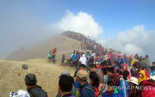 In this file photo, South Korean tourists visit Mount Baekdu. (Yonhap)