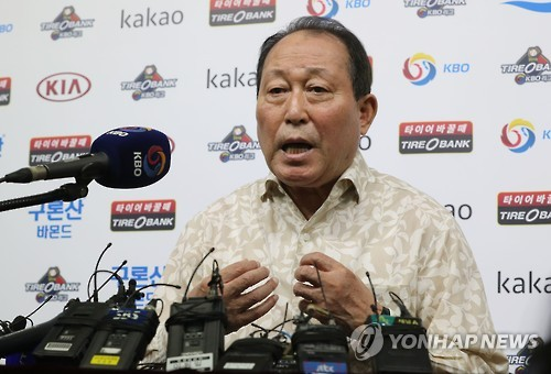 Kim In-sik, manager of the South Korean national baseball team, speaks at a press conference in Seoul on Sept. 5, 2016. (Yonhap)