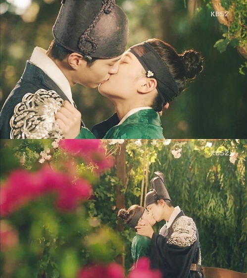 """Stills from the KBS 2TV series """"Love in the Moonlight."""" (Yonhap)"""