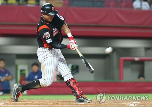 In this file photo taken on June 23, 2016, Hwang Jae-gyun of the Lotte Giants hits a two-run home run against the Kia Tigers in their Korea Baseball Organization game at Gwangju-Kia Champions Field in Gwangju. (Yonhap)