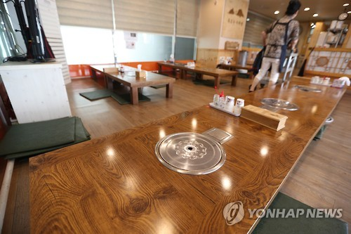 This photo, taken on Sept. 28, 2016, shows an empty restaurant near a government complex in Sejong City, about 120 kilometers south of Seoul. (Yonhap)