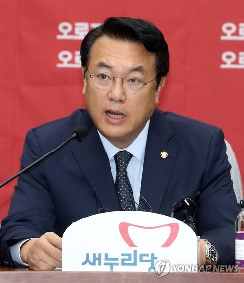 This photo, taken on Oct. 11, 2016, shows Rep. Chung Jin-suk, the floor leader of the ruling Saenuri Party, speaking during a meeting with party officials at the National Assembly in Seoul. (Yonhap)