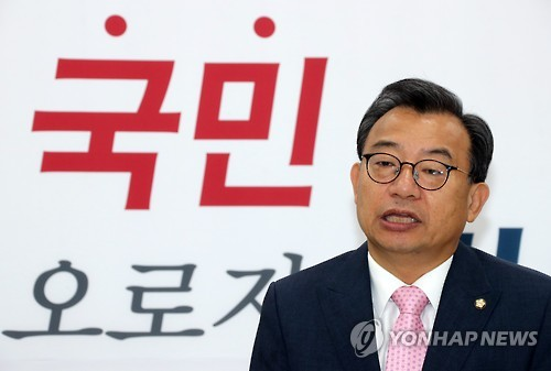 Lee Jung-hyun, the leader of the ruling Saenuri Party, speaks during a party meeting at the National Assembly in Seoul on Oct. 13, 2016. (Yonhap)