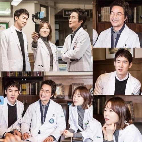 """This image shows photos of the cast of """"Dr. Romantic"""" taking during filming. (Yonhap)"""