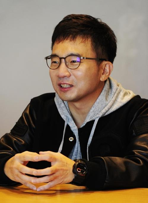 Director Yoo In-shik speaks to reporters at SBS headquarters in western Seoul on Oct. 18, 2016. (Yonhap)