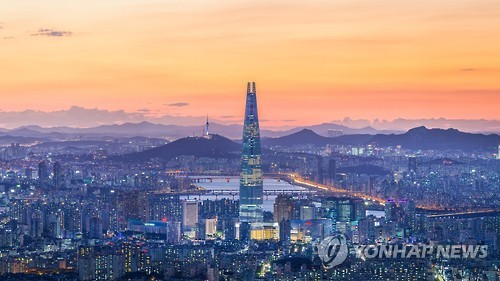 Lotte World Tower in southern Seoul is seen in this photo provided by Lotte Corp. on Oct. 3, 2016. (Yonhap)