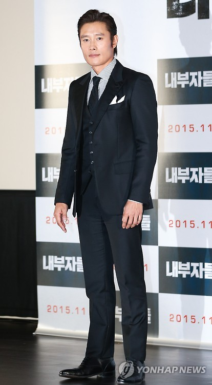 "South Korean actor Lee Byung-hun poses for a photo during a publicity event in Seoul for the political thriller ""Inside Men"" on Nov. 2, 2015. (Yonhap)"