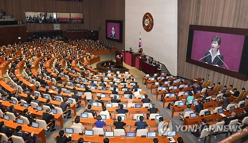 The National Assembly holds a plenary session to listen to President Park Geun-hye's speech on 2017 budget plans at the main chamber of the legislature in Seoul on Oct. 24, 2016. (Yonhap)