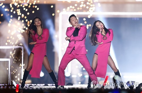 """South Korean pop singer Psy, widely known for his song """"Gangnam Style"""" and its horse-riding dance moves, performs during a K-pop concert held on a street in southern Seoul on May 8, 2016. (Yonhap)"""
