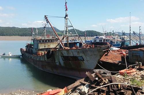 China condemns South Korea's warning shots at its fishing vessels