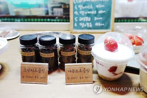 Chocolates and puddings at Jeonju Nambu Market (Yonhap)
