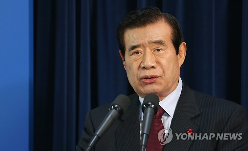 This photo, taken in December 2015, shows Han Gwang-ok, chairman of the Presidential Committee for National Cohesion, speaking during a press conference at the presidential office Cheong Wa Dae in Seoul. (Yonhap)