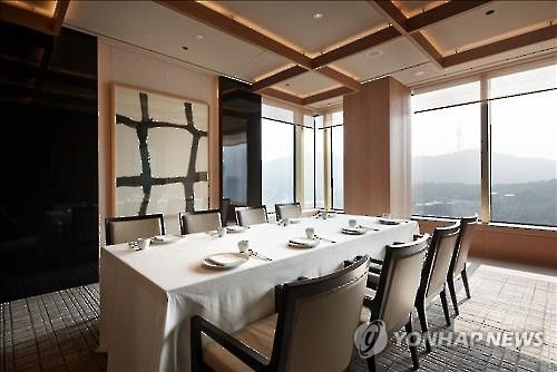 This undated photo provided by La Yeon shows a table at the three-star Korean restaurant in central Seoul. (Yonhap)