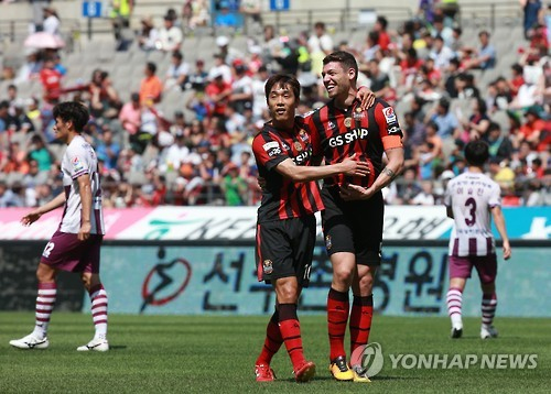 In this file photo taken on May 29, 2016, FC Seoul defender Osmar Barba Ibanez (R) celebrates with teammate Park Chu-young after scoring a goal against Jeonnam Dragons in their K League Classic match at Seoul World Cup Stadium.
