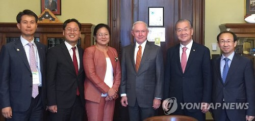 Alabama senator Jeff Sessions (3rd from R), a top Trump surrogate, poses with South Korean business leaders in Washington D.C. on Sept. 21, 2016. (Yonhap file photo provided by the Korea International Trade Association)