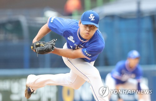 Cha Woo-chan of the Samsung Lions throws a pitch against the NC Dinos in their Korea Baseball Organization game at Masan Stadium in Changwon, South Gyeongsang Province, on Sept. 29, 2016. (Yonhap)
