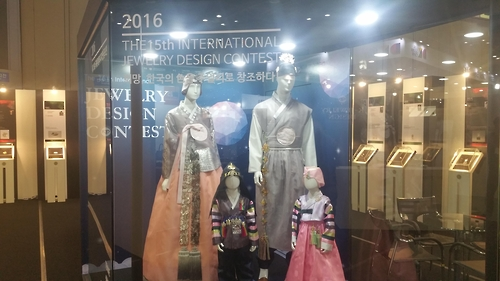 Award-winning traditional Korean hanbok are on display at Design Korea 2016 on Nov. 11, 2016. (Yonhap)