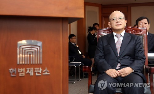 This photo, taken on Oct. 12, 2016, shows Park Han-chul, the chief justice of the Constitutional Court, sitting at the court in Seoul during a parliamentary audit. (Yonhap)