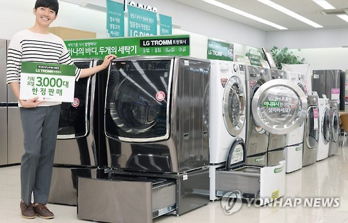 LG's innovative Twin Wash pairs a front-loader with a mini-washer. (Courtesy of LG Electronics)