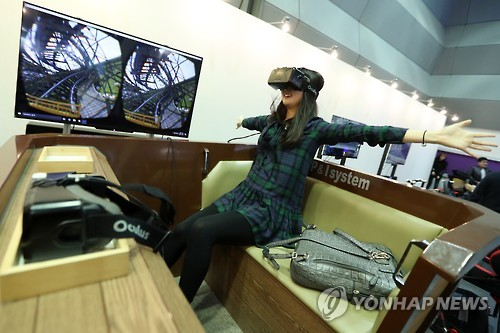 "A visitor to the ""2016 Creative Economy Exhibition"" enjoys a VR ride at COEX in Seoul on Dec. 1, 2016. (Yonhap)"