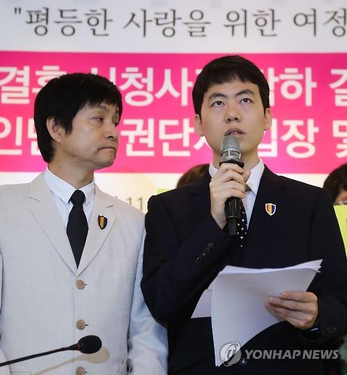 A high-profile South Korean gay couple -- Kim Jho Gwang-soo (L) and Kim Sung-hwan -- hold a news conference in Seoul on May 26, 2016, to announce their plan to appeal a local court's rejection of their marriage. The Seoul Western District Court ruled against the filmmaker couple the previous day, saying same-sex marriage cannot be recognized as legitimate under the country's current legal system. (Yonhap)