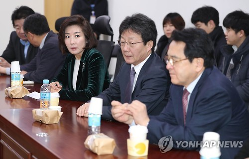 A group of Saenuri Party lawmakers who support the ouster of President Park Geun-hye gather for a meeting at the Seoul-based National Assembly on Dec. 7, 2016. (Yonhap)