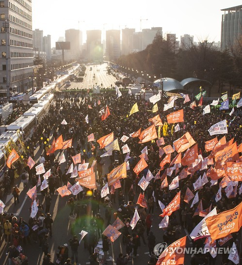 Citizens shout with joy at the news of the passage of an impeachment bill against President Park Geun-hye in front of the National Assembly in Seoul on Dec. 9, 2016. The Assembly passed the bill with 234 in favor and 56 against, with two abstentions. (Yonhap)