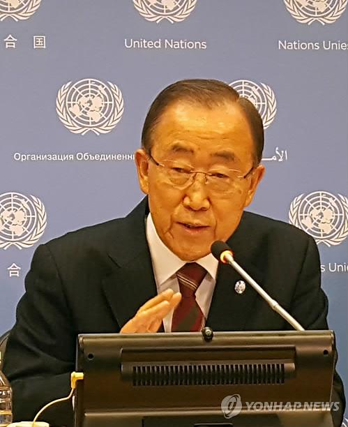 U.N. Secretary-General Ban Ki-moon speaks during a meeting with South Korean reporters at the U.N. headquarters in New York on Dec. 20, 2016. (Yonhap)