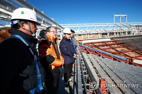 South Korean Vice Minister of Culture, Sports and Tourism Yu Dong-hun (second from L) inspects the construction site of the Olympic Plaza, where the opening and closing ceremonies for the 2018 Winter Olympics will be staged, in PyeongChang, Gangwon Province, on Dec. 2, 2016. (Yonhap)