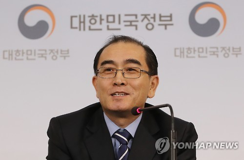 Thae Yong-ho speaks to journalists on Dec. 27, 2016, in his first press conference. (Yonhap)