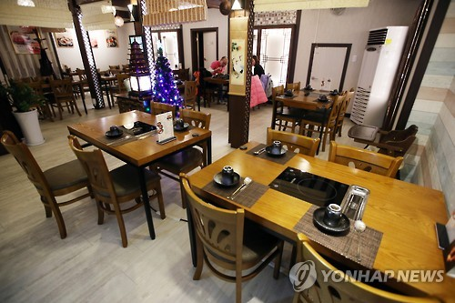 This photo taken on Dec. 29, 2016, shows a restaurant in Seoul almost empty during lunch time. (Yonhap)