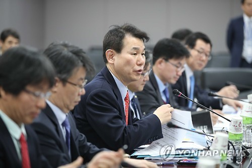 Jeong Eun-bo, vice chairman of the Financial Services Commission, speaks at a meeting on fintech in Seoul on Jan. 10, 2017. (Yonhap)