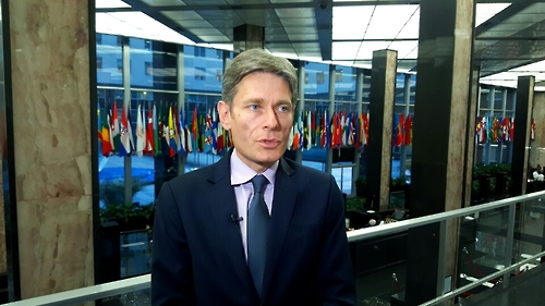 Assistant Secretary of State Tom Malinowski speaks during an interview with Yonhap News Agency on Jan. 11, 2017. (Yonhap)